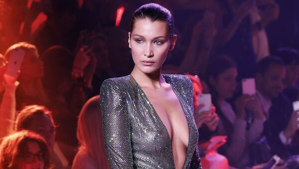 US model Bella Hadid presents a creation by Alexandre Vauthier during the 2017-2018 fall/winter Haute Couture collection in Paris on July 4, 2017 - Sputnik International