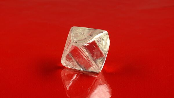 One of the two large diamonds found at the Yubileynaya mine in Yakutia. - Sputnik International