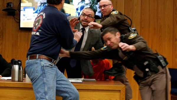 Randall Margraves (L) lunges at Larry Nassar (wearing orange) a former team USA Gymnastics doctor who pleaded guilty in November 2017 to sexual assault charges, during victim statements of his sentencing in the Eaton County Circuit Court in Charlotte, Michigan - Sputnik International