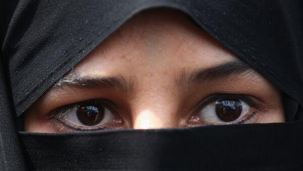 A veiled Iranian woman wearing hijab - Sputnik International