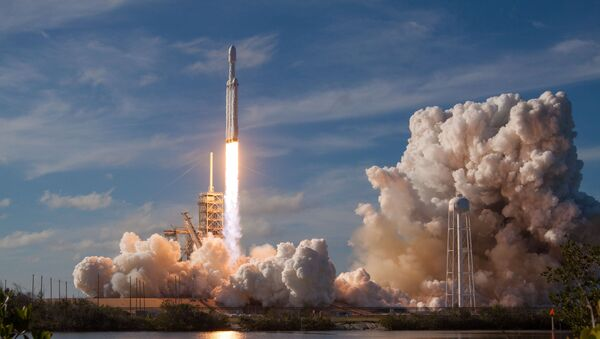 A SpaceX Falcon Heavy rocket lifts off from historic launch pad 39-A at the Kennedy Space Center in Cape Canaveral, Florida, U.S., February 6, 2018 - Sputnik International