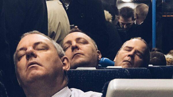 Sleeping men - Sputnik International