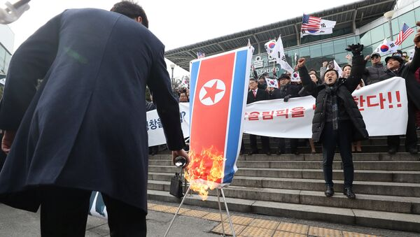 A member of a South Korean conservative civic group burns a North Korean national flag during a protest opposing North Korea's participation in the 2018 Pyeongchang Winter Olympics, in Seoul, South Korea, January 22, 2018 - Sputnik International