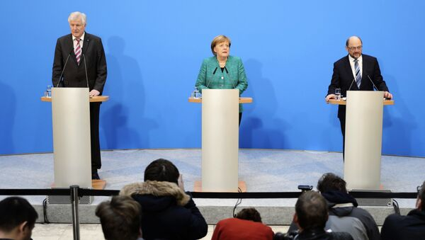 German Chancellor Angela Merkel, Chairwoman of the Christian Democratic Union, CDU, is flanked by Martin Schulz, right, chairman of the Social Democratic Party, SPD, and Bavarian Governor Horst Seehofer, chairman of the Christian Social Union, CSU - Sputnik International