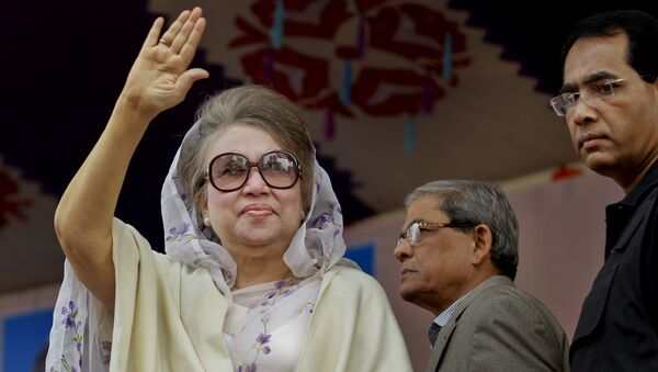 Bangladesh's former prime minister and Bangladesh Nationalist Party (BNP) leader Khaleda Zia, waves to supporters at a protest rally to mark the second anniversary of a general election boycotted by a major opposition alliance in Dhaka, Bangladesh. (File) - Sputnik International