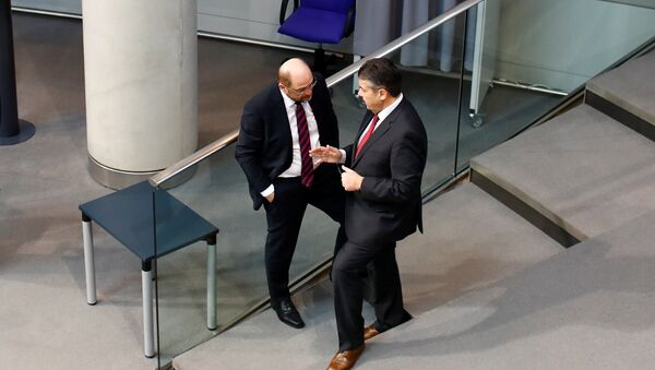 German Foreign Minister Sigmar Gabriel and Germany's Social Democratic Party SPD leader Martin Schulz talk during a session of the German lower house of Parliament, Bundestag, in Berlin, Germany, February 1, 2018 - Sputnik International