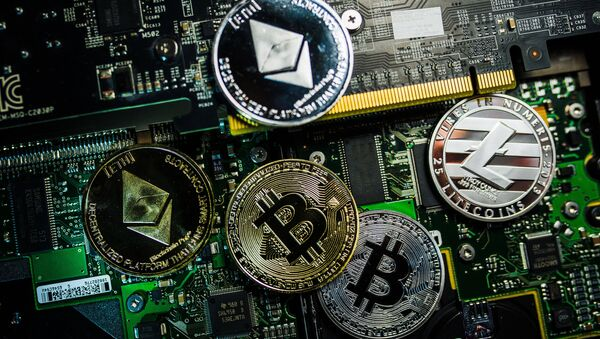Souvenir coins with the cryptocurrency logos of Bitcoin, Litecoin and Ethereum - Sputnik International
