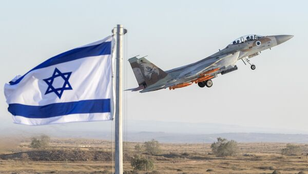 An Israeli Air Force F-15 Eagle fighter plane performs at an air show during the graduation of new cadet pilots at Hatzerim base in the Negev desert, near the southern Israeli city of Beer Sheva, on June 29, 2017 - Sputnik International