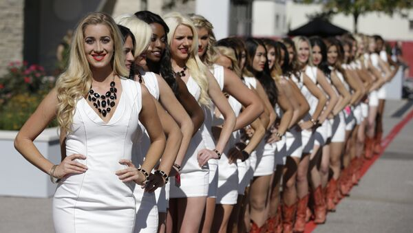 The Formula One Grid Girls pose after qualifications for the Formula One U.S. Grand Prix auto race at the Circuit of the Americas, Saturday, Nov. 1, 2014, in Austin, Texas. (File) - Sputnik International