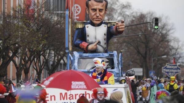 A carnival float depicting France's president Emmanuel Macron is part of the Rose Monday parade in Mainz, Germany - Sputnik International
