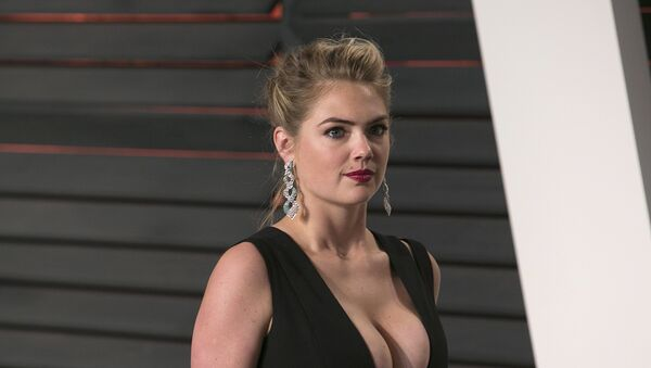 US model Kate Upton poses as she arrives to the 2016 Vanity Fair Oscar Party in Beverly Hills, California on February 28, 2016 - Sputnik International