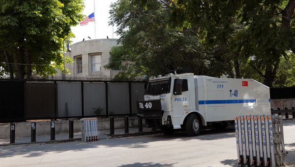 A Turkish riot police van is stationed outside the US Embassy as supporters of President Recep Tayyip Erdogan were expected to come to protest, in Ankara, Turkey, Monday, July 18, 2016 - Sputnik International