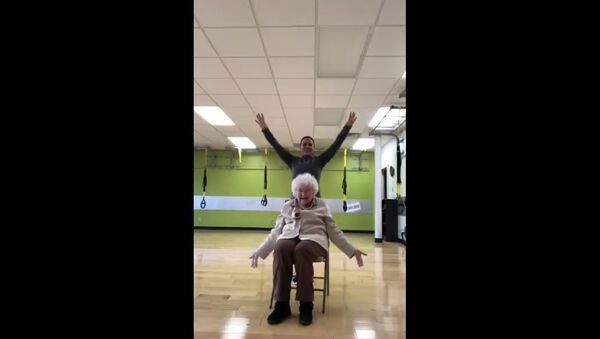 My mom trains this 93 year old and it's the cutest thing ever - Sputnik International