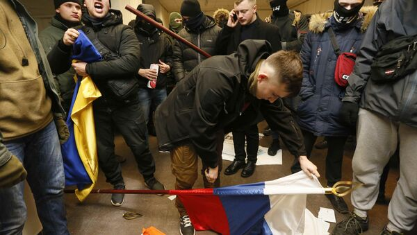 Activists and supporters of Ukrainian nationalist parties and movements hold a protest at the office of the Russian Centre of Science and Culture in Kiev, Ukraine February 17, 2018 - Sputnik International