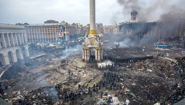 Police officers and opposition supporters are seen on Maidan Nezalezhnosti square in Kiev, where clashes began between protesters and the police. (File) - Sputnik International