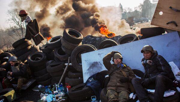 Radical opposition supporters on a barricade on Institutskaya Street in Kiev. (File) - Sputnik International