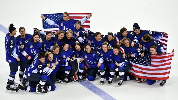 The US national team after the finals of the women's ice hockey tournament between Canada and the US at the XXXIII Winter Olympics - Sputnik International