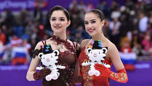 Russian medalists in women's figure skating at the XXIII Winter Olympic Games, from left: silver medalist Evgenia Medvedeva and gold medalist Alina Zagitova - Sputnik International
