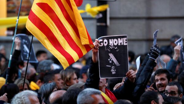 A Catalan pro-independence demonstrator holds a picture of Spain's King Felipe VI during a protest against his official reception event during the World Mobile Congress in Barcelona, Spain February 25, 2018 - Sputnik International