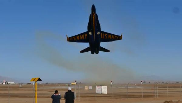 Earplugs! Blue Angels Aircraft Departs From California Airfield - Sputnik International