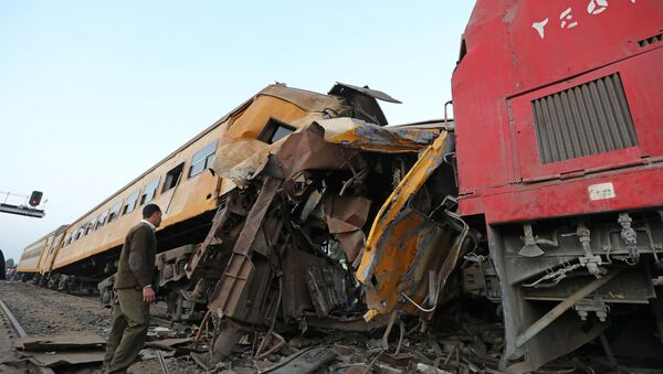 A policeman looks at the wreckage after a train crash in Kom Hamada in the northern province of Beheira, Egypt - Sputnik International