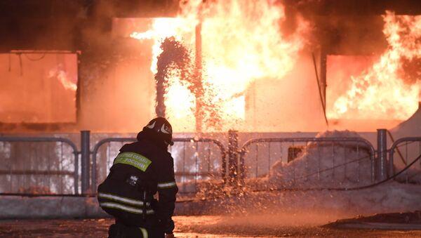 Пожар на прогулочном теплоходе в Москве - Sputnik International