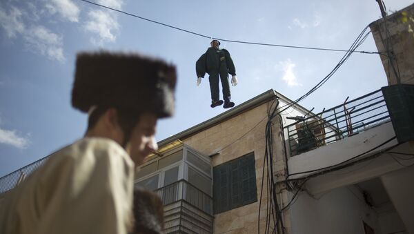 An effigy of an Israeli soldier hangs in Mea Shearim ultra-Orthodox neighborhood in Jerusalem Friday, March 2, 2018 - Sputnik International
