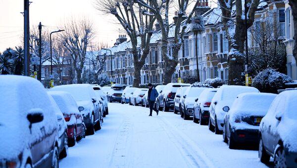 A man walks down a snow covered street in South London, Britain, February 28, 2018 - Sputnik International