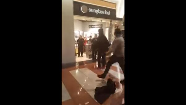 Large fight breaks out at North Carolina's Hanes Mall - Sputnik International