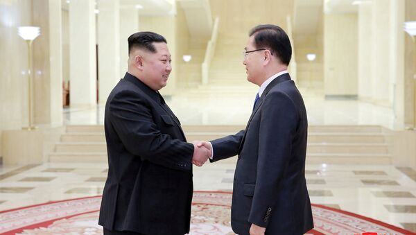 North Korean leader Kim Jong Un shakes hands with Chung Eui-yong who is leading a special delegation of South Korea's President, in this photo released by North Korea's Korean Central News Agency (KCNA) on March 6, 2018 - Sputnik International
