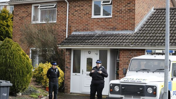 Police officers stand outside the house of former Russian double agent Sergei Skripal who was found critically ill Sunday following exposure to an unknown substance in Salisbury, England, Tuesday, March 6, 2018 - Sputnik International
