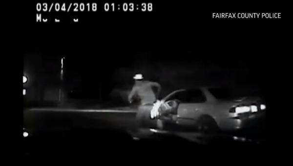 Virginia man running away from cops gets run over by own car - Sputnik International