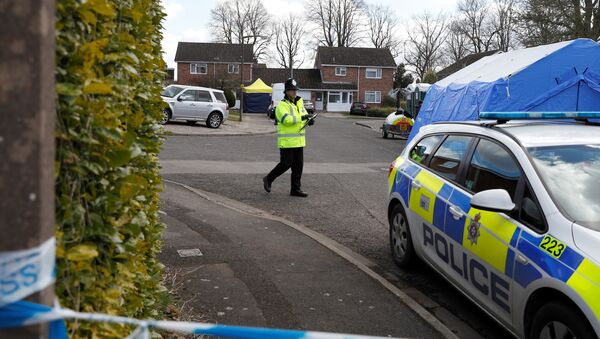 Police officers stand guard outside the home of Sergei Skripal in Salisbury, Britain, March 8, 2018 - Sputnik International