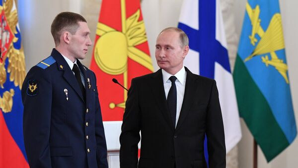 President Vladimir Putin and Gefr. Denis Portnyagin, left, at a ceremony to present state awards to the Russian service personnel who took part in the counter-terrorism operation in the Syrian Arab Republic. File photo - Sputnik International