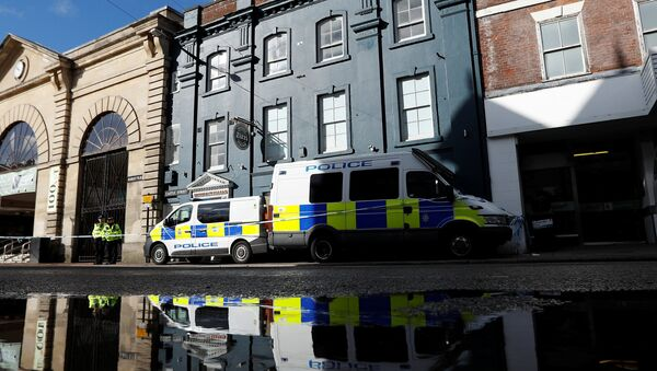 Police officers continue to guard Zizzi's restaurant where Sergei Skripal and his daughter Yulia are known to have visited shortly before they were found in the centre of Salisbury, Britain, March 8, 2018 - Sputnik International