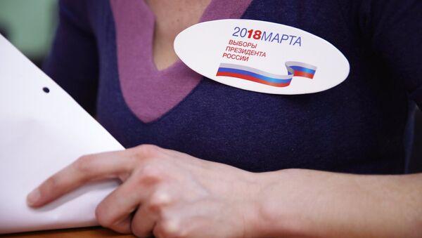 Employee of the polling station - Sputnik International