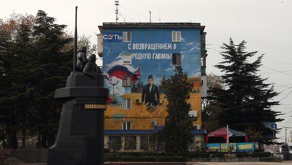 Graffiti on the wall of a house near a monument to submarine sailors in Sevastopol - Sputnik International
