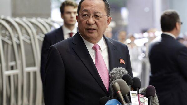 North Korea's Foreign Minister Ri Yong Ho speaks outside the U.N. Plaza Hotel, in New York, Monday, Sept. 25, 2017 - Sputnik International