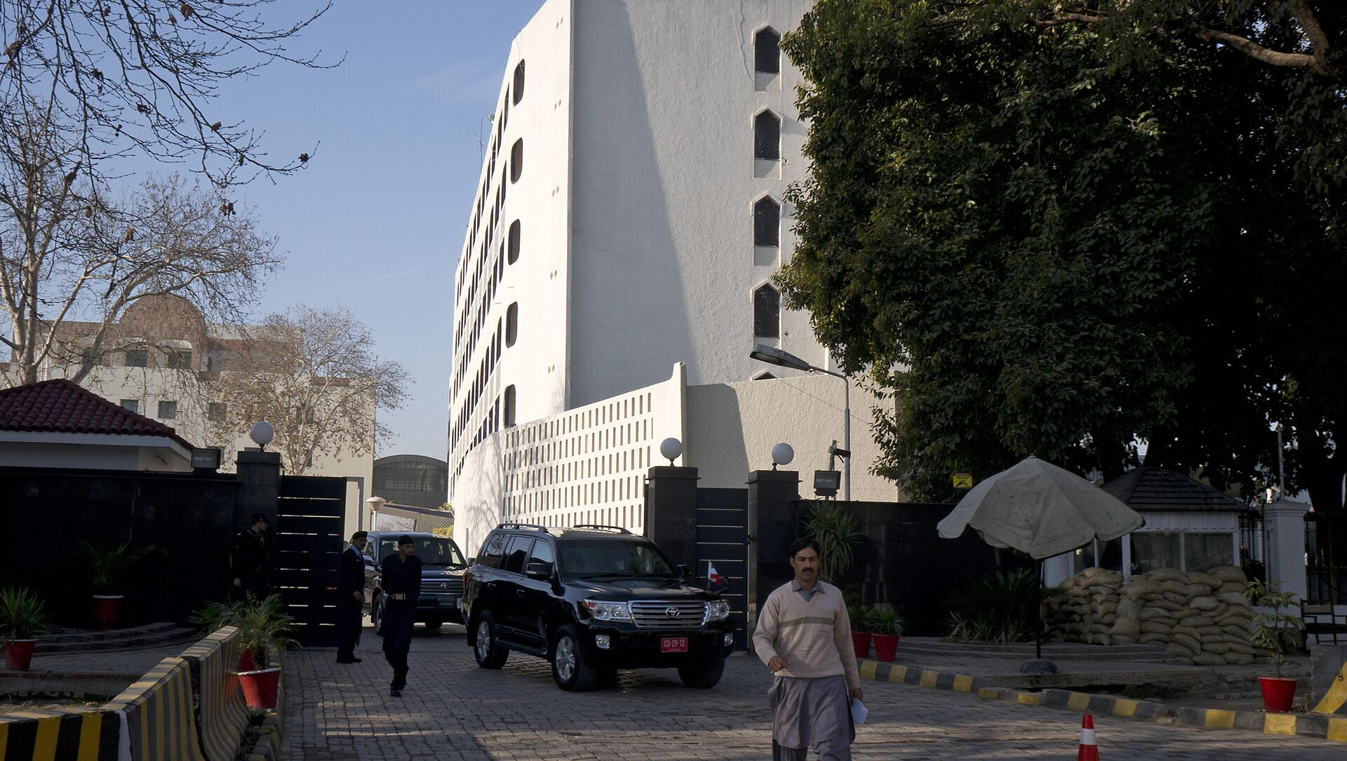 Cars leave the Foreign Ministry building in Islamabad, Pakistan (File) - Sputnik International, 1920, 23.07.2021