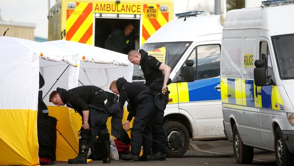 Police officers get dressed in protective suiting at a car recovery depot in Norton Enterprise Park, where Sergei Skripal's car was originally transported, in Salisbury, Britain, March 13, 2018 - Sputnik International