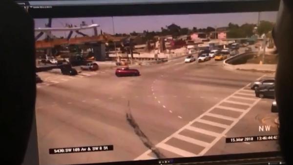 Surveillance footage captures moment pedestrian bridge at Florida International University collapses - Sputnik International