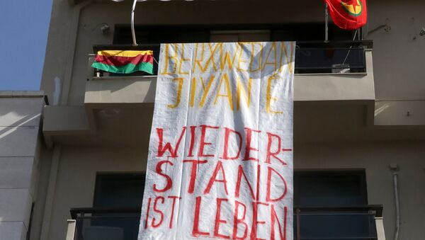 A banner reading Resistance is life, solidarity to Afrin hangs at the German Consulate in Heraklion, Crete Island on March 16, 2018, after a group of demonstrators occupied the building - Sputnik International