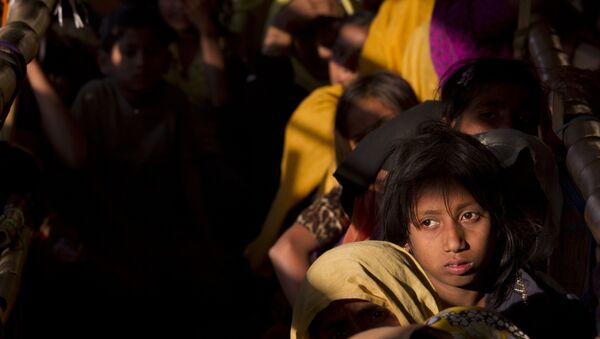 Rohingya refugees wait in a queue to receive relief material at the Balukhali refugee camp near Cox's Bazar, Bangladesh, Saturday, Jan. 27, 2018 - Sputnik International