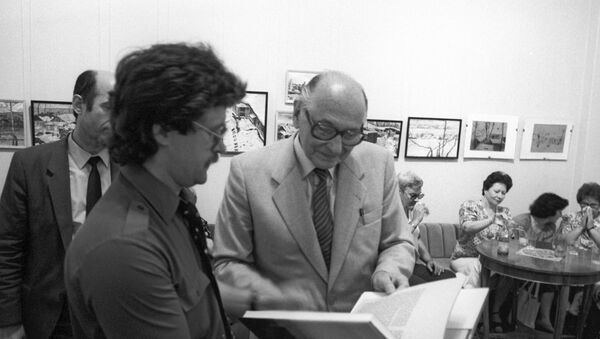 Soviet intelligence agent Heinz Felfe, right, at the presentation of his book Memoirs of an Agent at Friendship House - Sputnik International