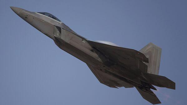 A US-built for sale F-22 Raptor performs during the Dubai Air Show, United Arab Emirates, Monday, November 13, 2017. - Sputnik International