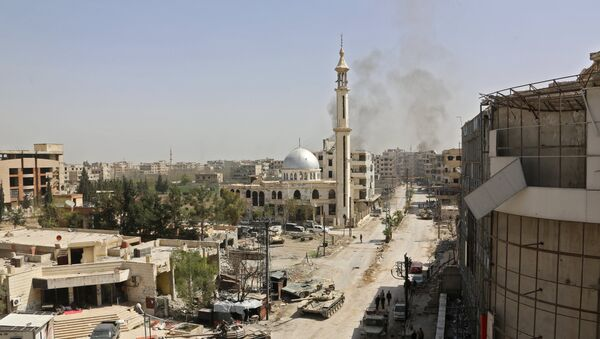 Syrian pro government forces enter the main square of Kfar Batna, Southeastern Ghouta, on the eastern outskirts of the capital Damascus, on March 19, 2018 - Sputnik International
