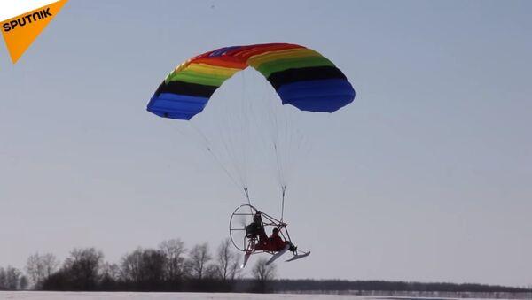 Voter Flew to Polling Station on Hang Glider in Nizhny Novgorod Region - Sputnik International