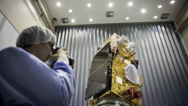 A person takes pictures of the Sentinel-2B satellite of the European Space Agency (ESA) prior to its launch in French Guiana, in Noordwijk, the Netherlands, on November 15, 2016 - Sputnik International
