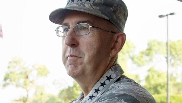 Gen. John E. Hyten, the head of Strategic Command at Offutt Air Force Base in Bellevue, Neb., waits Thursday, Sept. 14, 2017, to greet Secretary of Defense Jim Mattis - Sputnik International