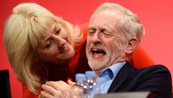 Opposition Labour Party leader Jeremy Corbyn shares a joke with Jennie Formby on day two of the annual Labour party conference in Brighton. (File) - Sputnik International